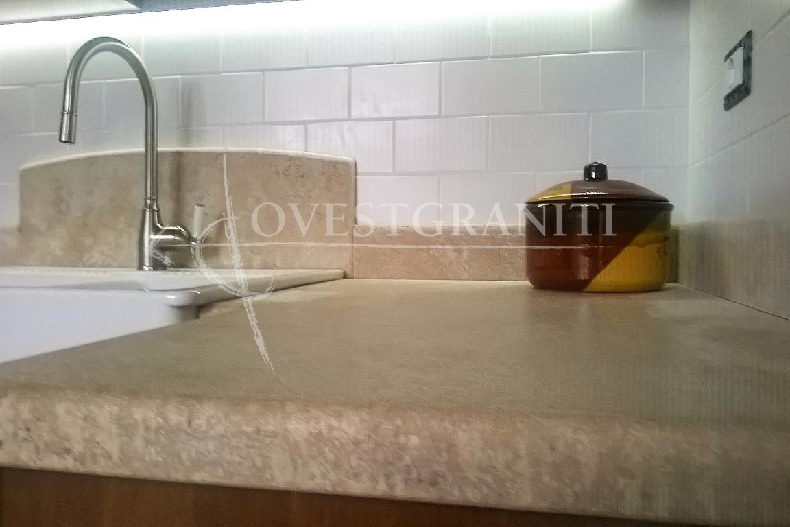 Ovest graniti piano fiammato cucine in altri materiali - Top cucina in granito ...