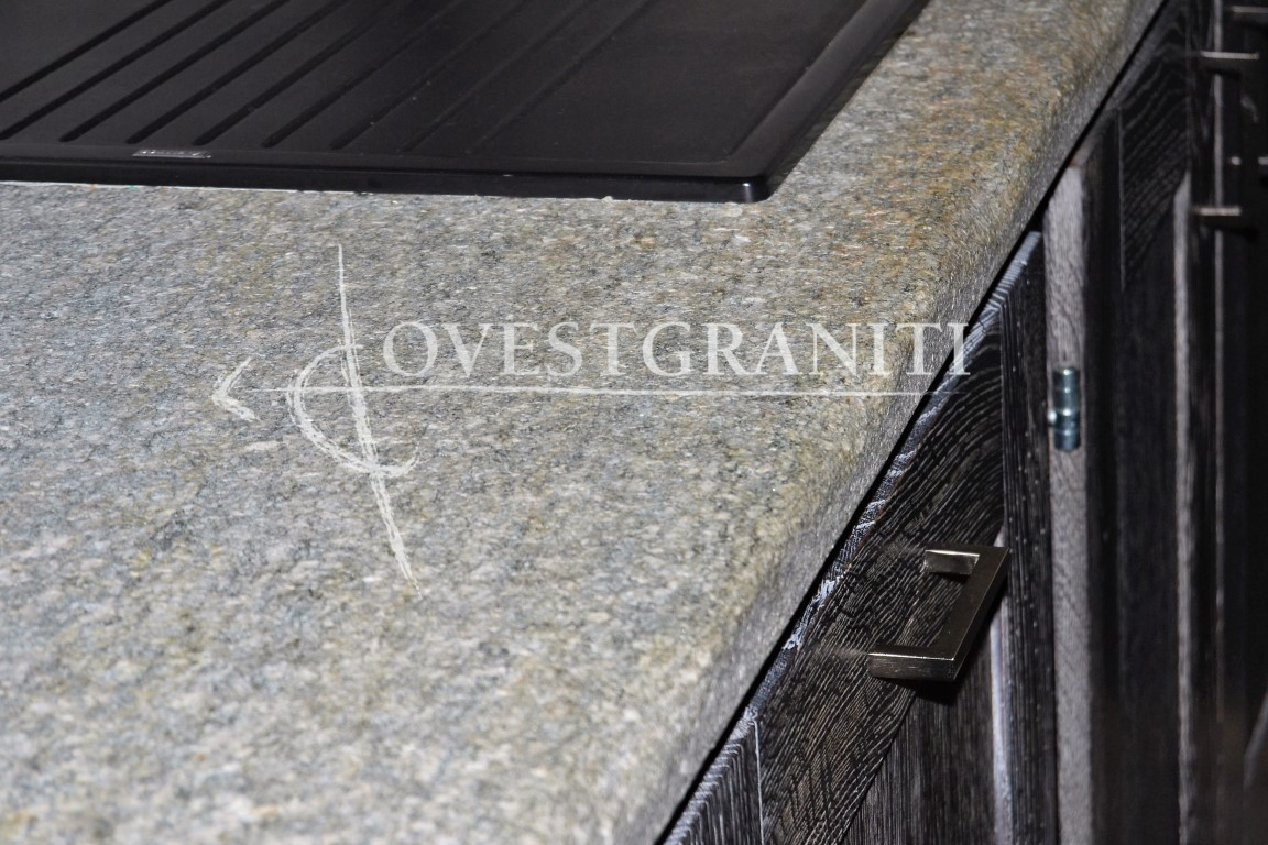 Ovest graniti piano fiammato cucine in pietra di luserna - Cucina in pietra ...