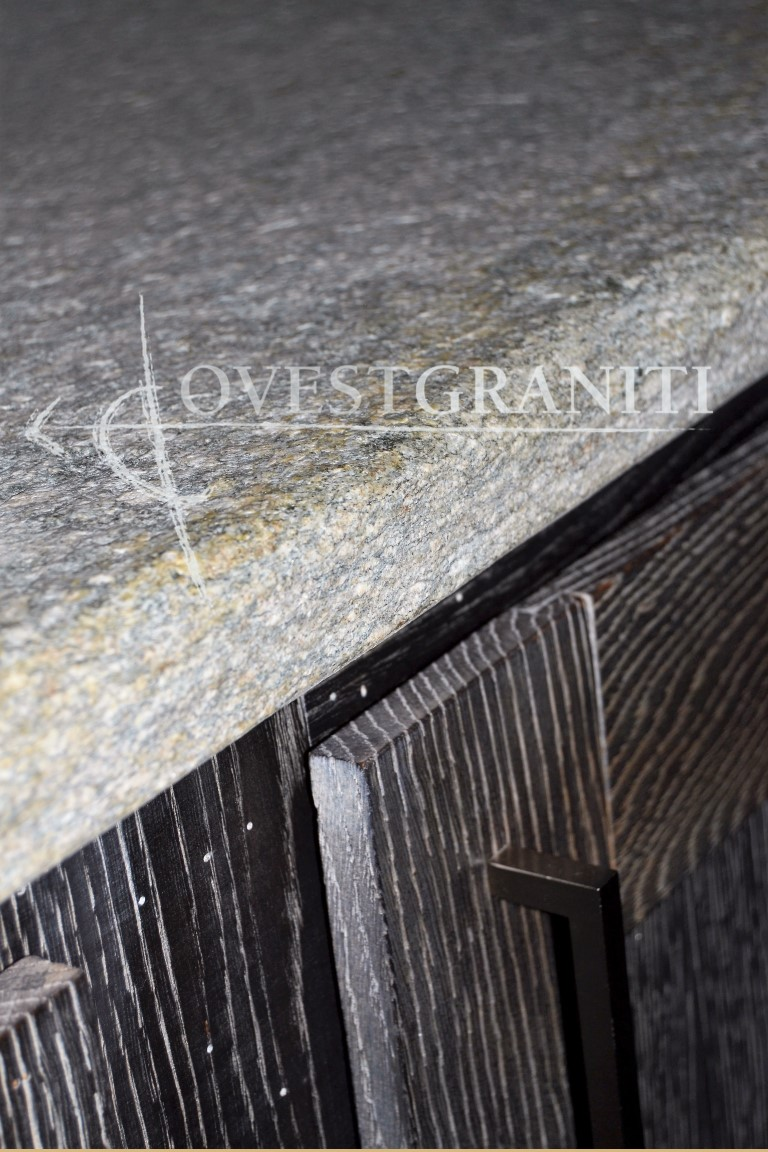 ovest graniti - piano fiammato - cucine in pietra di luserna - Top Cucina Pietra